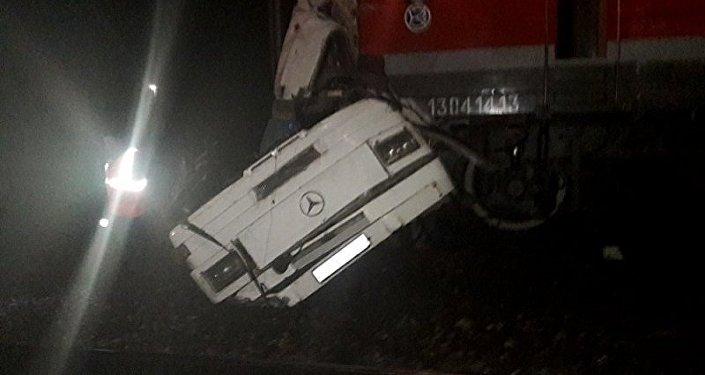 Автобус и поезд столкнулись на железнодорожном переезде во Владимирской области
