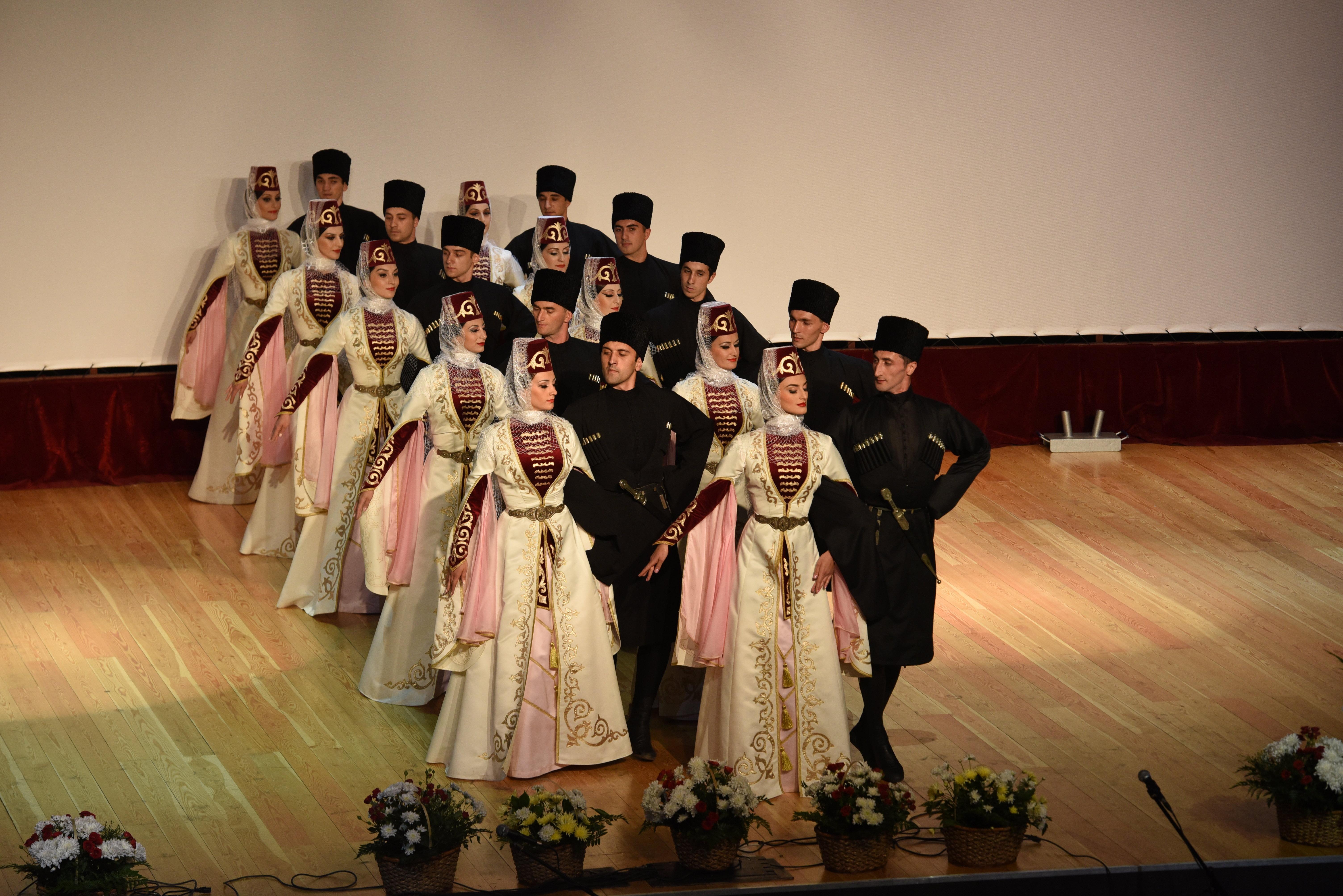Выступление танцевального ансамбля Симд