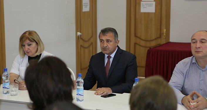 Встреча президента Анатолия Бибилова с коллективом Цхинвальской поликлиники