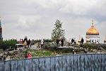 Посетители парка Зарядье в Москве