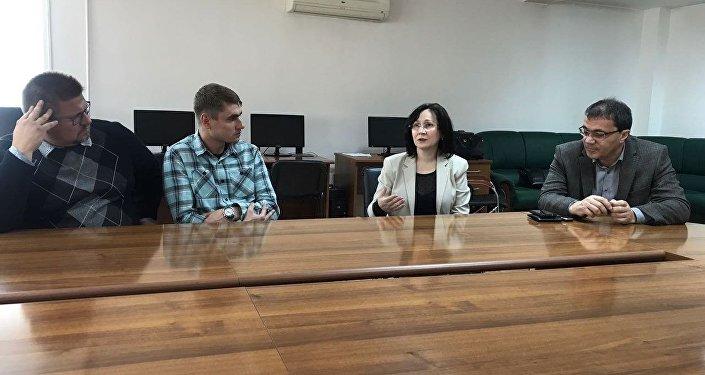 Главврач реабилитационного центра Александр Газаев и секретарь антинаркотической комиссии РСО-Алания Луиза Лебедева на встрече с руководителями реабилитационных центров в США.