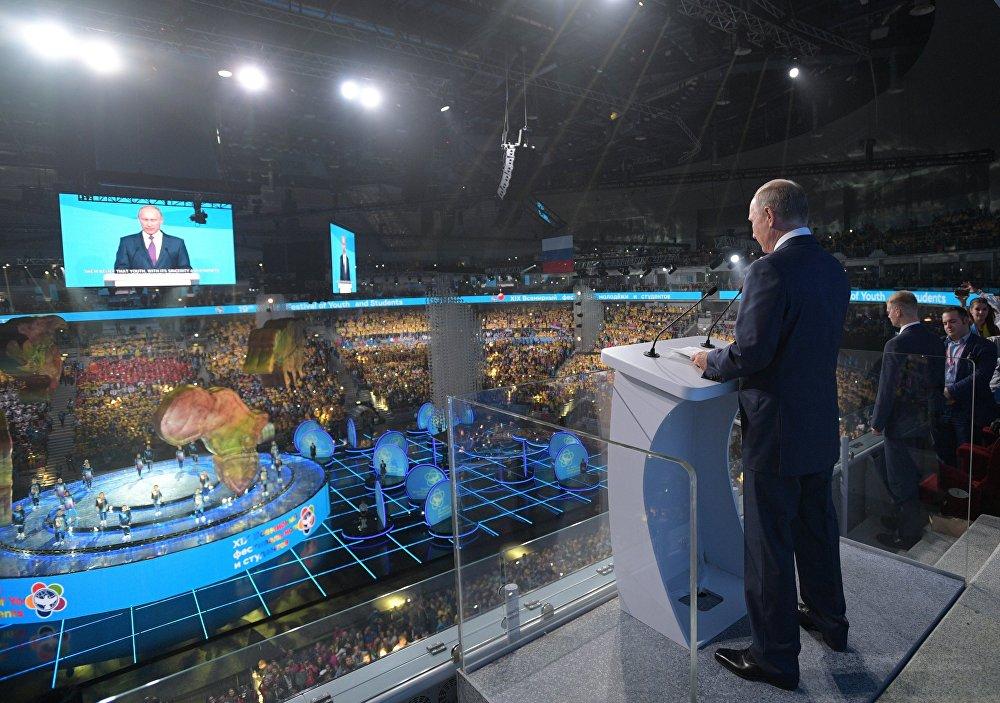 Президент РФ В. Путин принял участие в открытии Всемирного фестиваля молодёжи и студентов в Сочи
