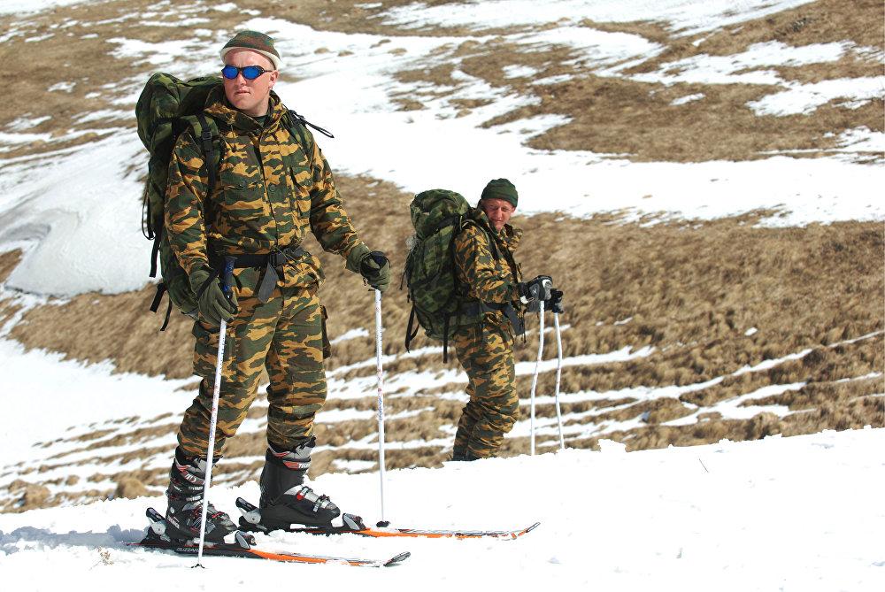 Тренировка разведчиков в горной местности