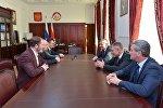 Глава Северной Осетии встретился с Муратом Гассиевым на Родине после победы