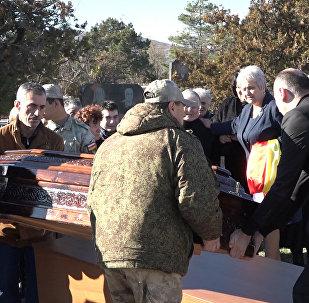 Кадры перезахоронения защитника Осетии Вилена Чибирова