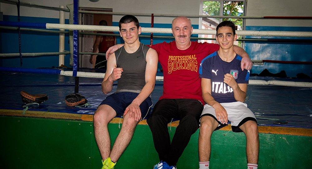 Виталий Сланов с воспитанниками