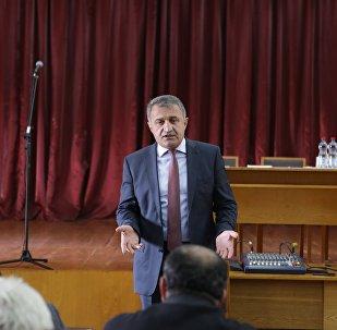 Президент Южной Осетии на встрече с таксистами