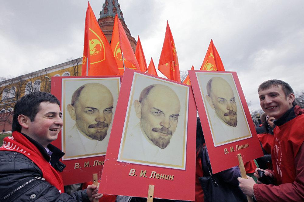 Возложение цветов и венков к мавзолею В.И. Ленина в день 140-й годовщины со дня его рождения