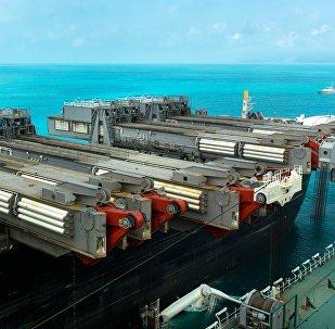 Палуба судна-трубоукладчика Пиониринг Спирит в районе Анапы