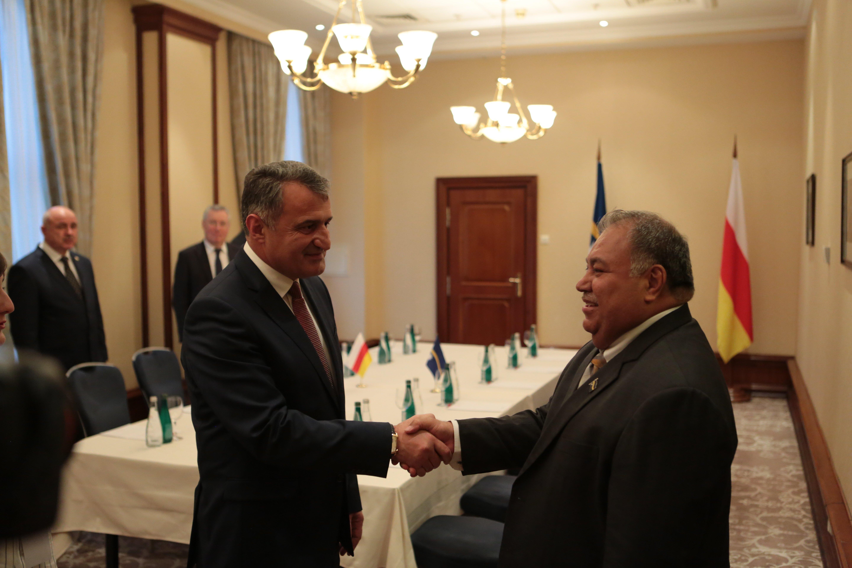 Встреча президента РЮО с президентом Науру