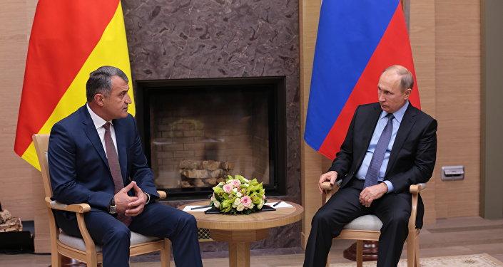 Президент РФ В. Путин встретился с президентом Южной Осетии А. Бибиловым