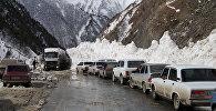 Расчистка снежных завалов на Транскавказской автомагистрали