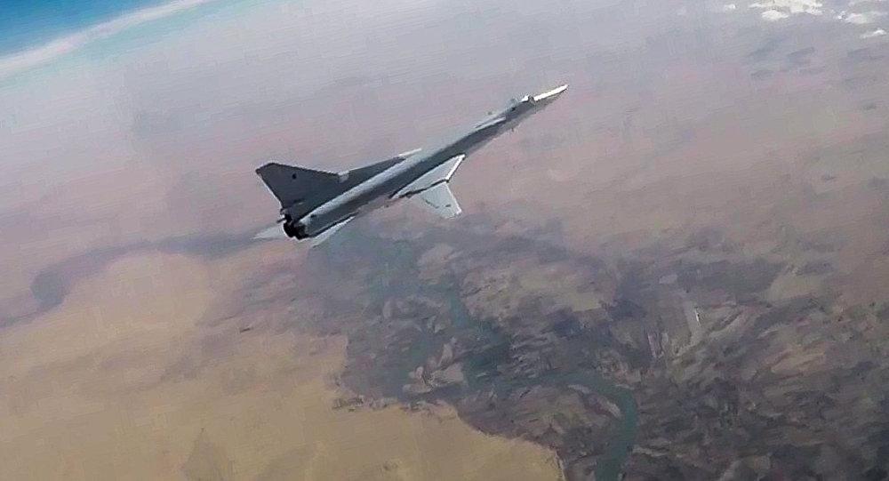Русские бомбардировщики уничтожили объекты боевиков врайоне Абу-Камаля вСирии