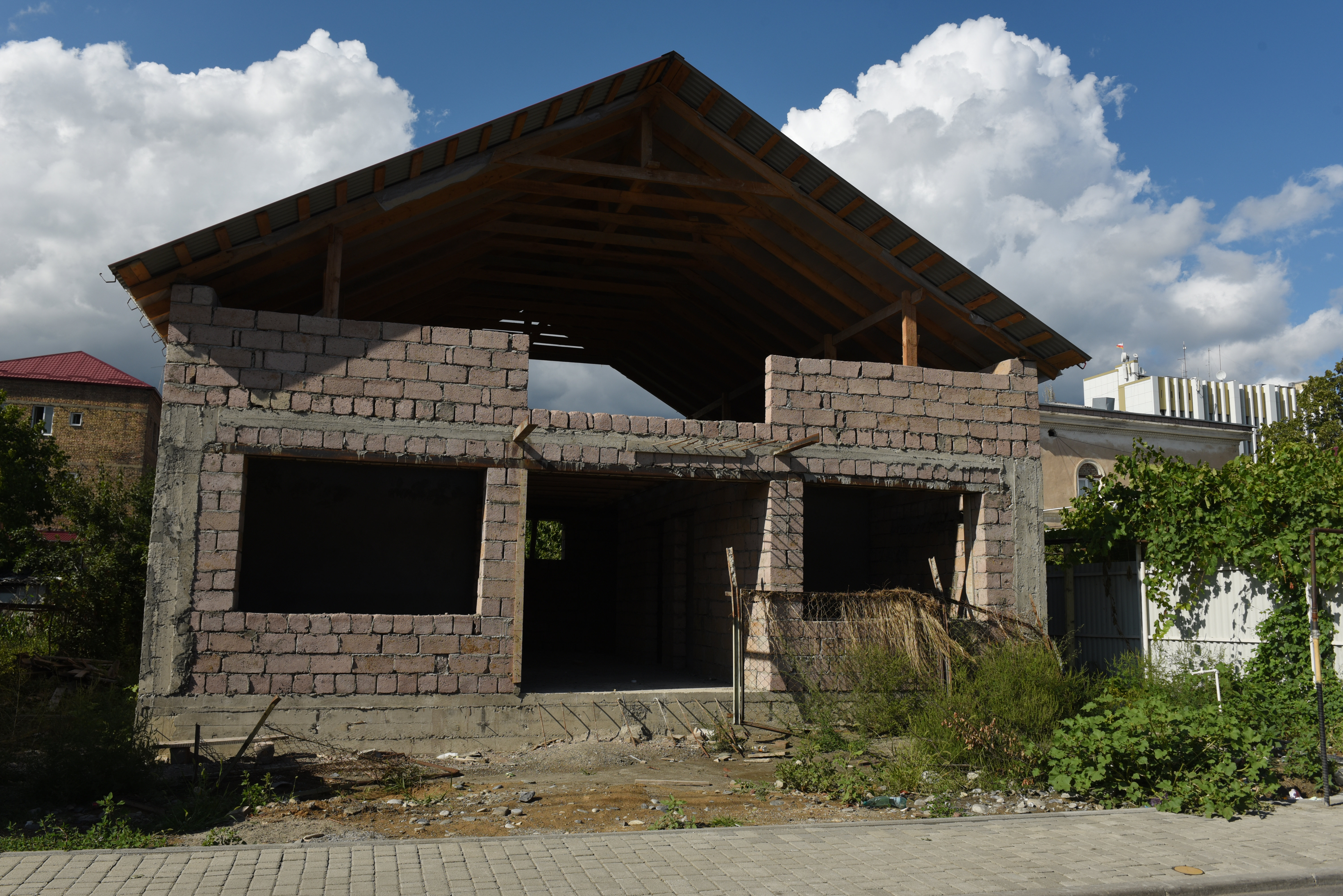 Незавершенное строительство дома-музея Васо Абаева