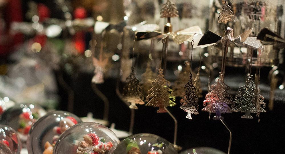 На основной рождественской елке Нью-Йорка зажглись огни