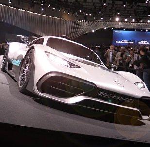 Mercedes-Benz представила суперкар Project One на автосалоне в Лос-Анджелесе