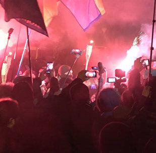 Участники евромайдана провели в Киеве факельное шествие