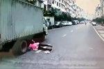 Девушка попала под грузовик