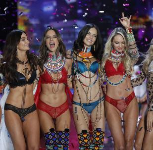 Модели после окончания шоу Victoria's Secret в Шанхае, Китай