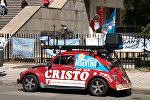 Семья из Перу путешествует и живет в маленьком автомобиле