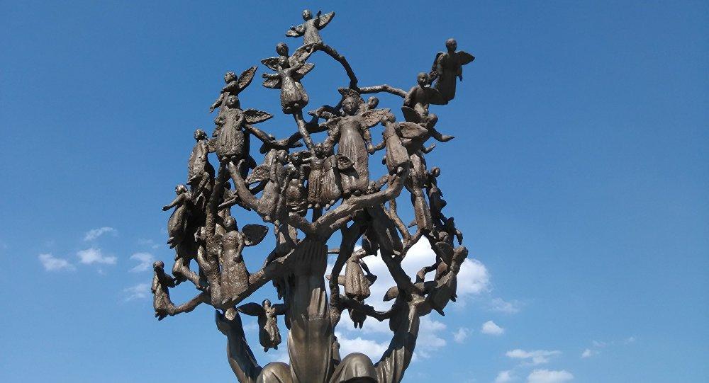 Древо скорби в Беслане