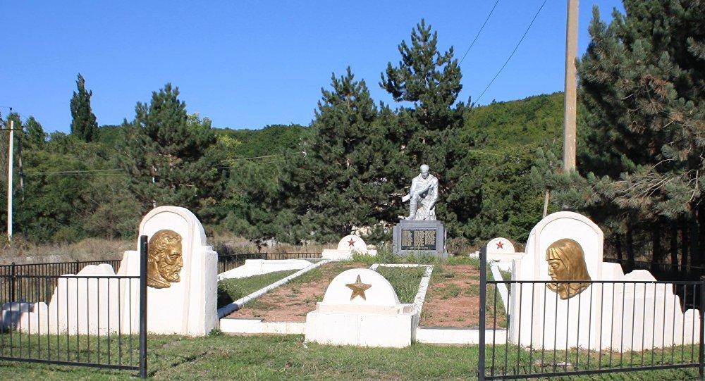 Фыдыбӕстӕйон хӕсты хъайтарты мемориал Аунеуы