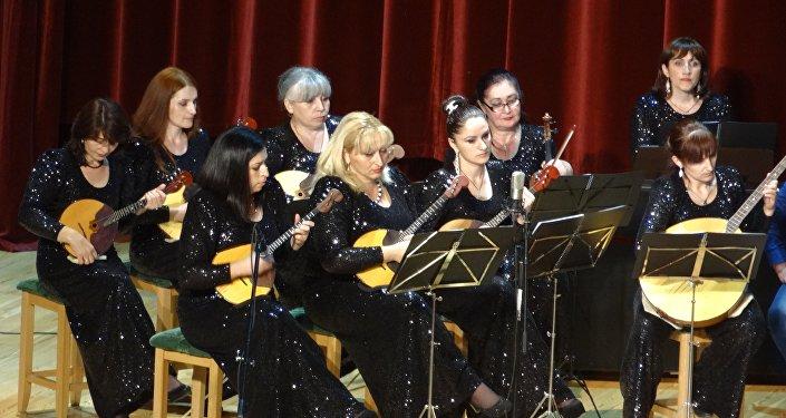 Адӕмон инструменты  хор ӕмӕ оркестр Айзӕлд