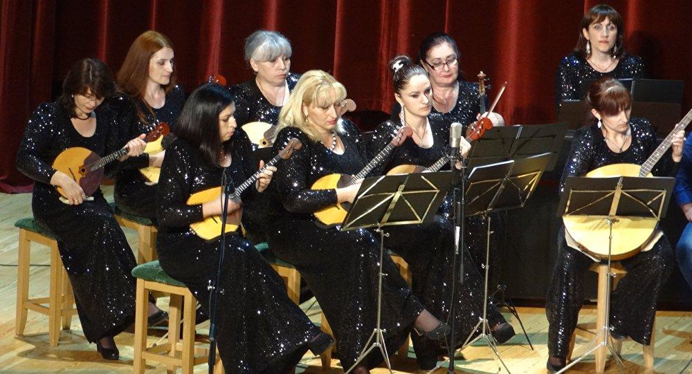 Хуссарирыстойнаг адæмон инструментты оркестр Айзæлд
