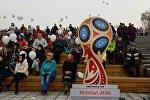 Символ чемпионата мира по футболу в России на Михайловской набережной в Новосибирске