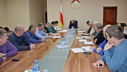 Совещание премьер-министра РЮО с представителями подрядных организаций