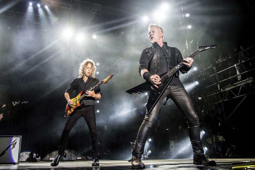 Участники группы Metallica Кирк Хэмметт и Джеймс Хэтфилд на фестивале Rock On The Range Music в США