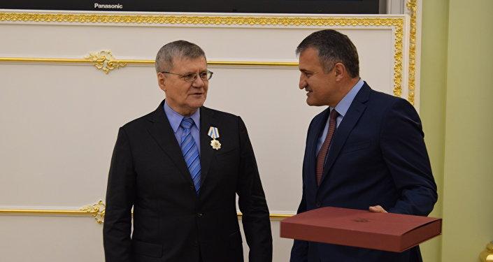 Хуссар Ирыстоны президент фембæлд Уæрæсейы генпрокурор Юрий Чайкаимæ