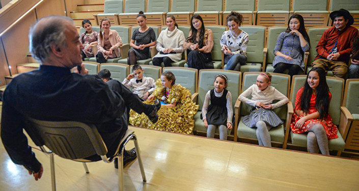 Валерий Гергиев встретился с участниками проекта Ты супер! Танцы