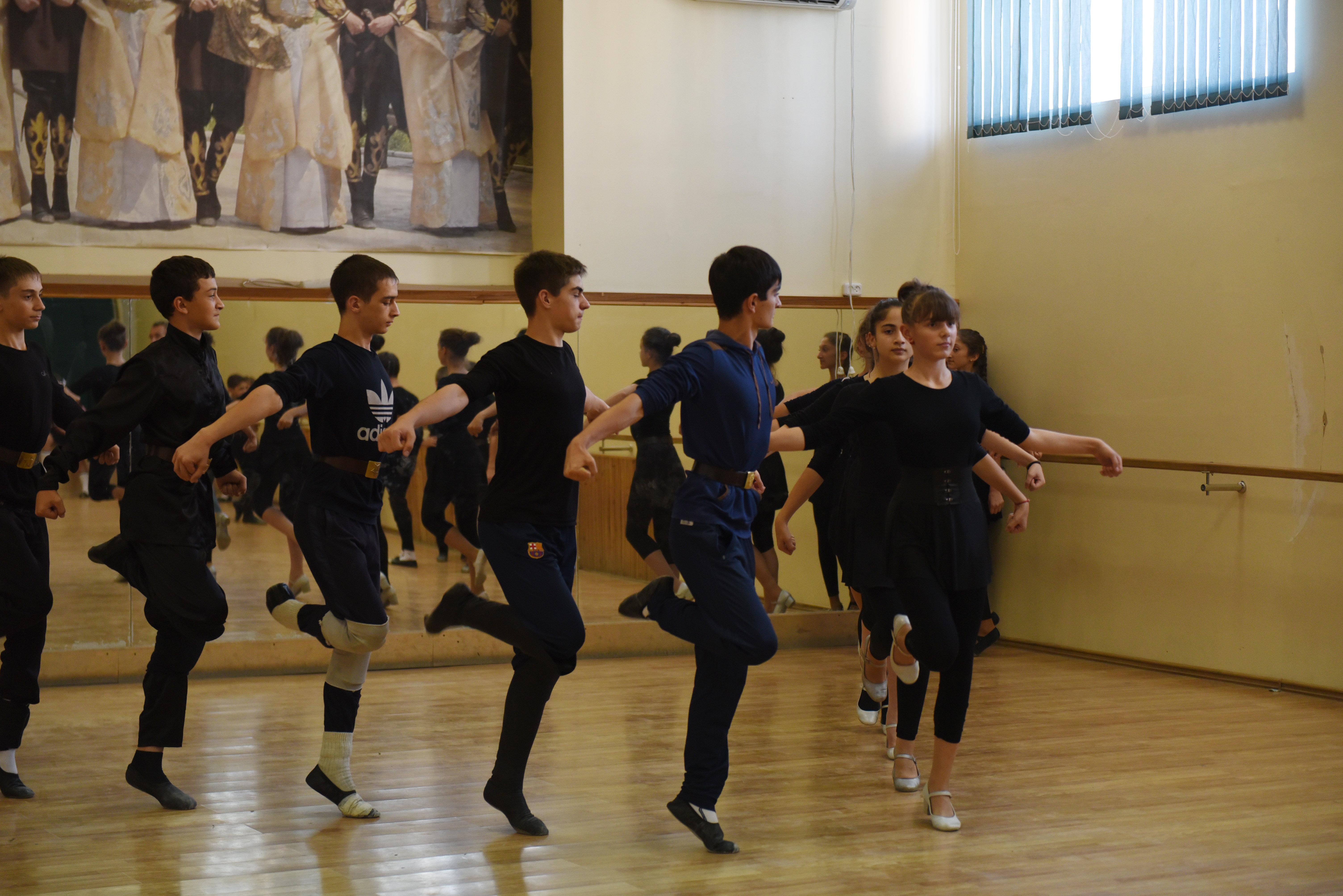Репетиция танцевального ансамбля Скифы