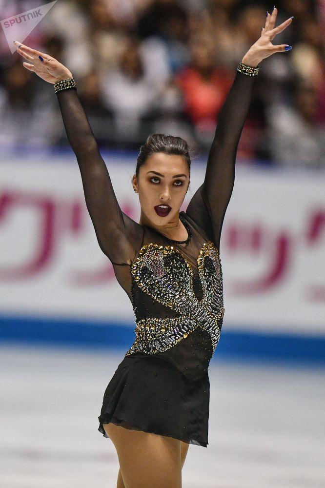 Сногшибательная канадская фигуристка Габриэль Дэйлмен выступает в короткой программе женского одиночного катания на командном чемпионате мира по фигурному катанию в Токио.