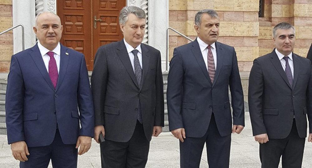 Анатолий Бибилов вместе с членами официальной делегации Южной Осетии приняли участие в Праздничной Литургии
