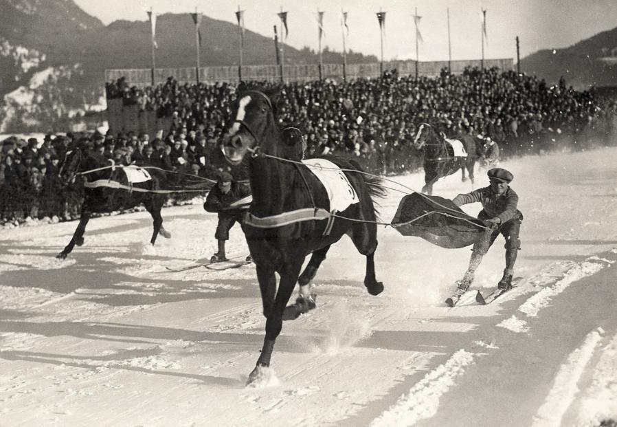 Скиджоринг в 1930 году. Место съемки неизвестно. Архивное фото