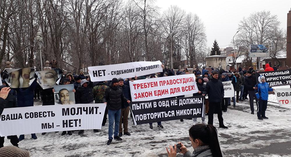 Во Владикавказе прошел пикет с требованием справедливого расследования убийства Владимира Цкаева в отделении полиции