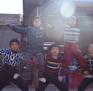 Восьмилетние китайские акробаты