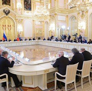 Президент РФ В. Путин провел заседание Совета по культуре и искусству