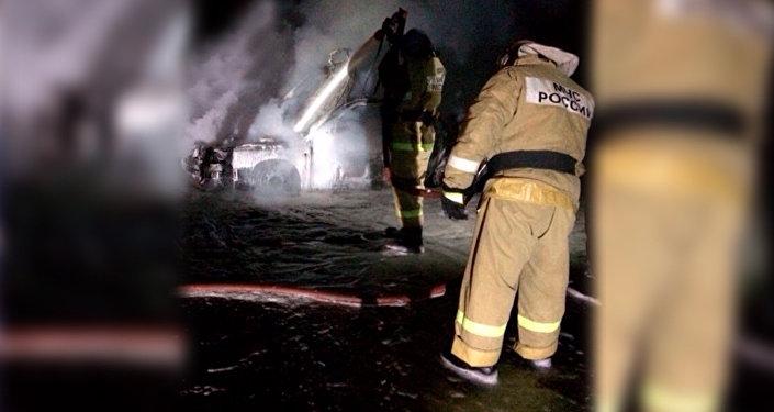 Около 23:00 на трассе Дигора /Дур-Дур загорелся автомобиль