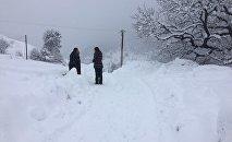 Снег в Дзауском районе Южной Осетии