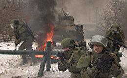 Российские военные использовали на учениях новейшие штурмовые костюмы