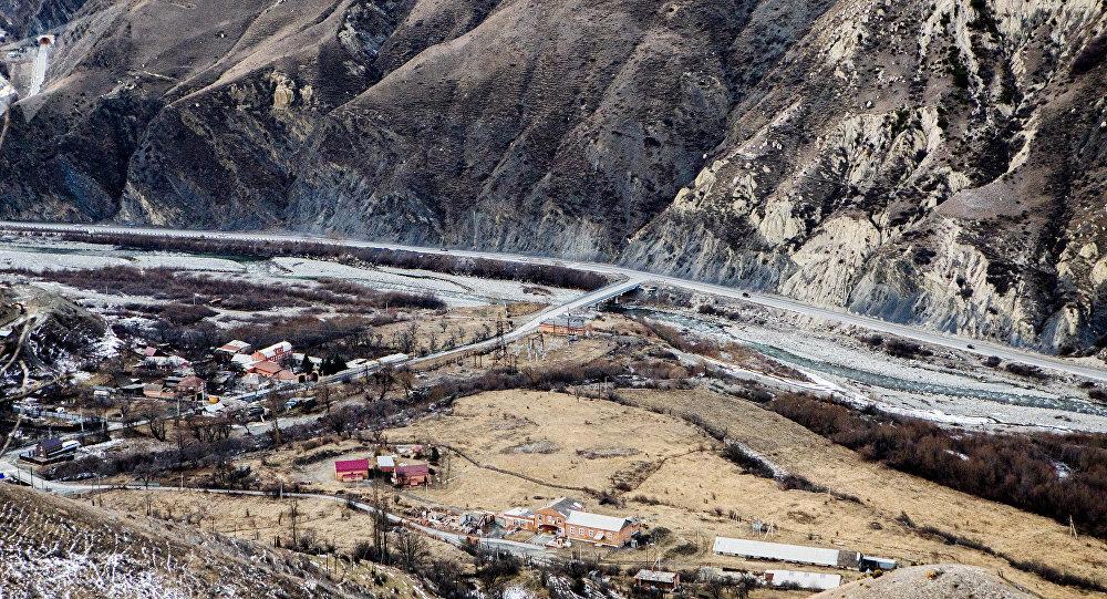 На «Транскаме» вСеверной Осетии камнепад заблокировал движение транспорта