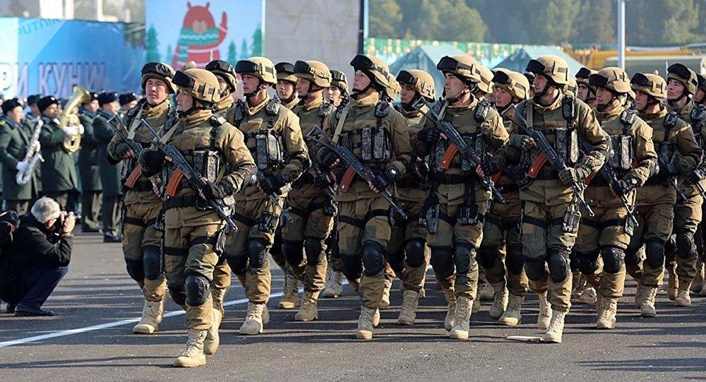 Празднование дня защитников Родины в Ташкенте