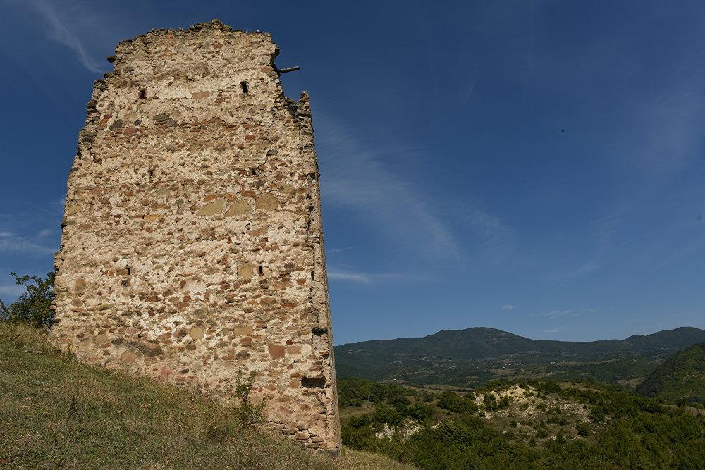 Башня в селе Корнис Знаурского района