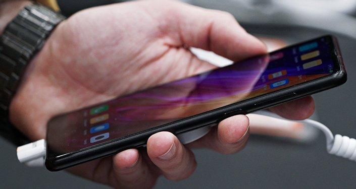 Унового телефона Самсунг Galaxy S9 отыскали 1-ый дефект