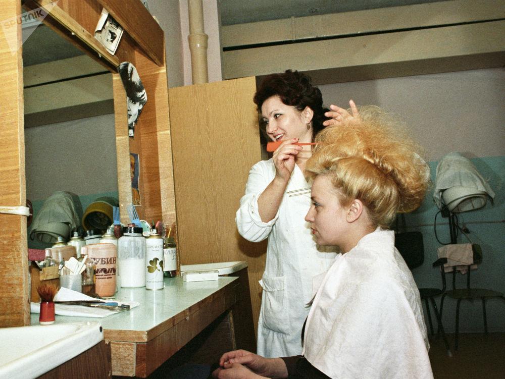 В салоне Модные прически в городе Радужный, 1987 год