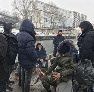 Как в Париже переживают непогоду мигранты
