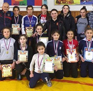 В Избербаше прошло первенство СКФО по вольной борьбе среди девушек до 18 лет